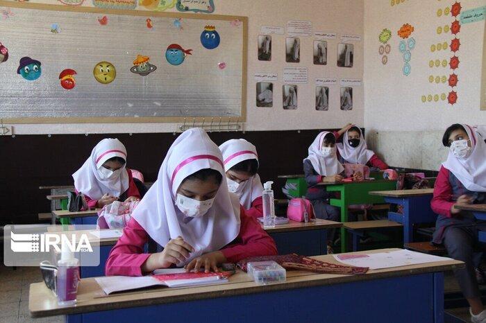 آموزش حضوری در سال تحصیلی آینده؛ خواسته معلمان و نیاز دانشآموزان