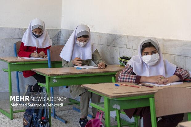 امید والدین بازگشایی مدارس در آبان ماه است